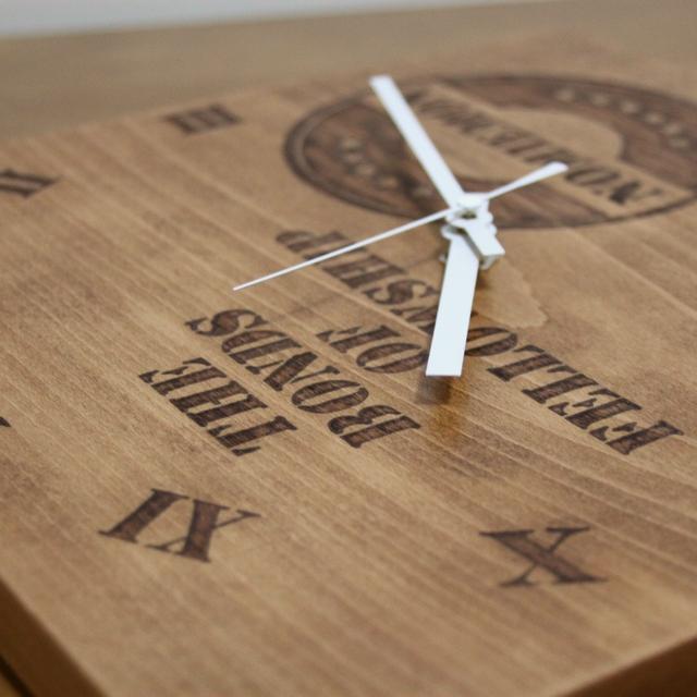 アンティーク調仕上げの時計