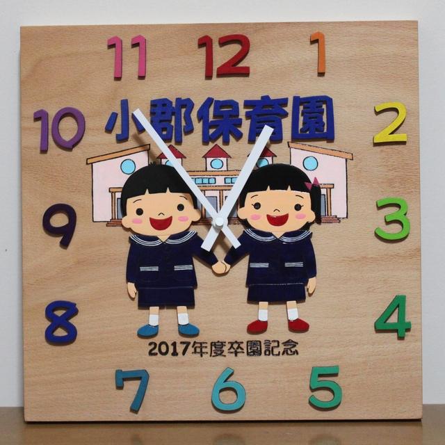 新園舎と制服の園児さん 卒園記念時計