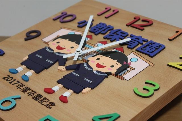 新園舎と制服の園児さん 卒園記念時計2