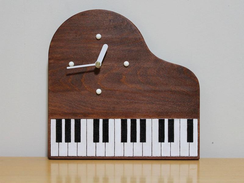 ピアノ型時計00