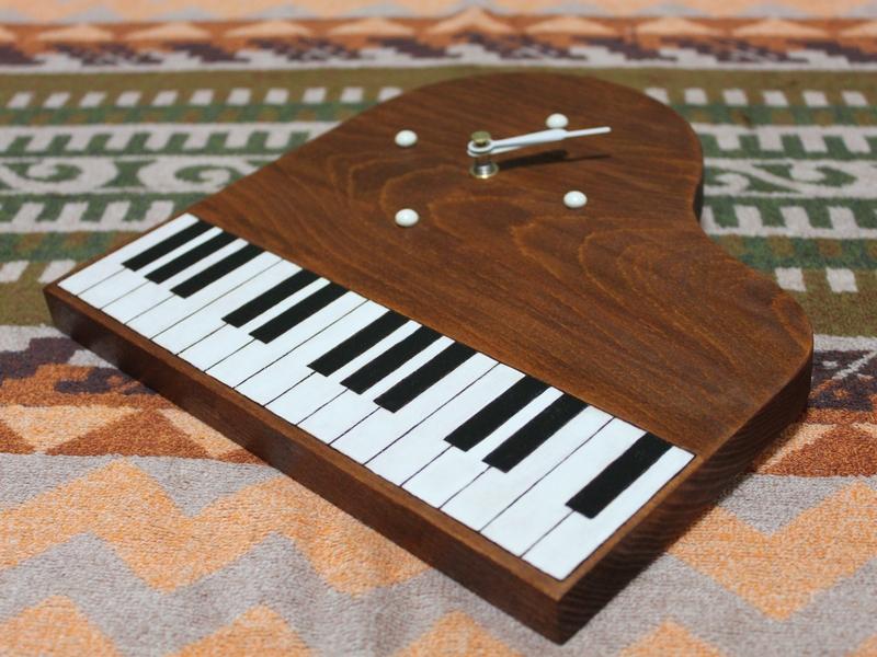 ピアノ型時計01